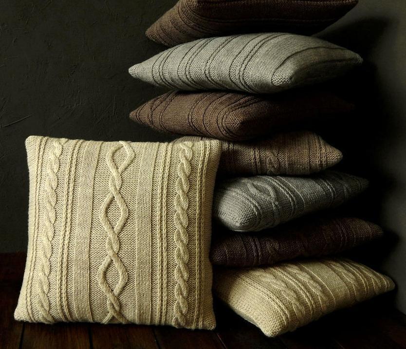 Декор на вязаных подушках